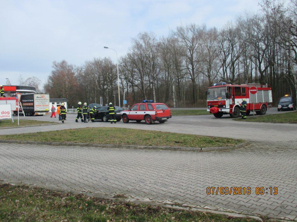 Dopravní nehoda u benzínové pumpy