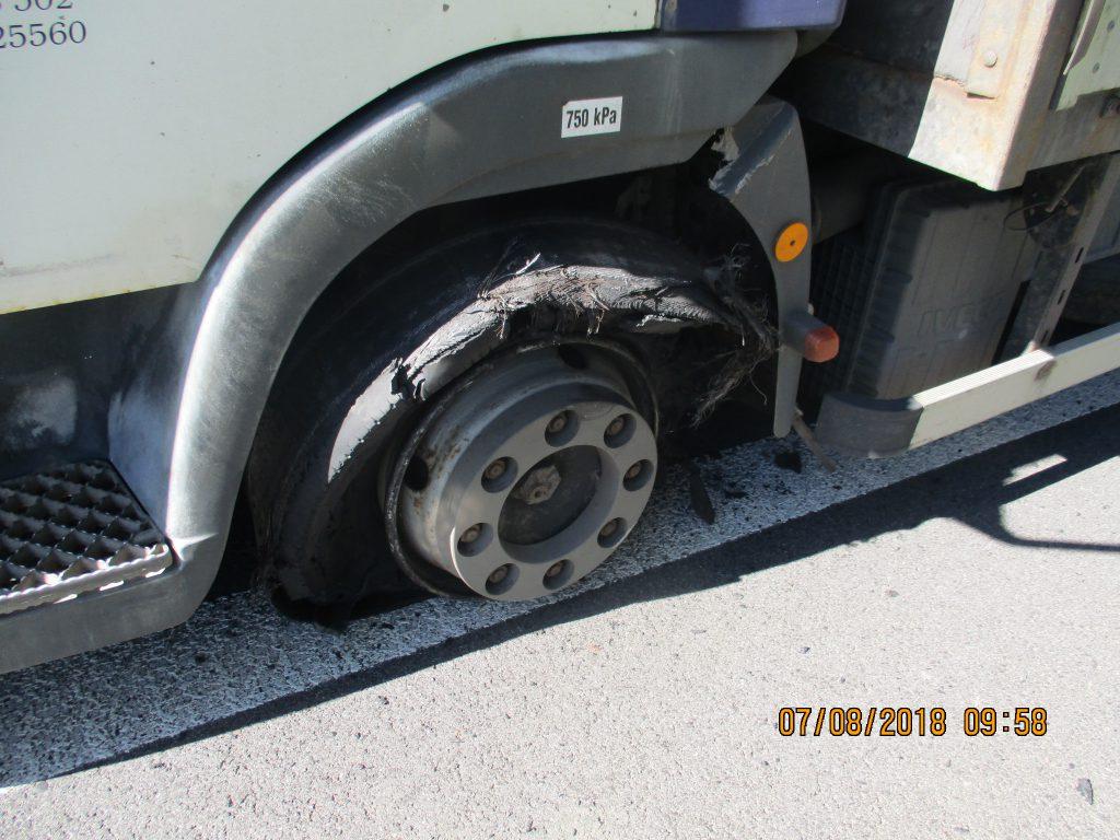 Oprava pneumatiky na silnici č. I/11
